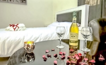 חדש באור יהודה - חדרים מפוארים להשכרה לפי שעה כולל ג'קוזי, בר משקאות, ועיצוב מושלם. בואו להכיר ולהתאהב