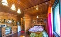 מחפשים חדרים לפי שעה בקרית אתא או חדרים לפי שעה בקריות? מקום אחר בקתות עץ רומנטיות במיקום מוסתר בקרית אתא עם מוניטין של שנים